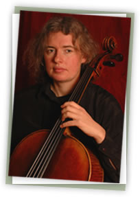 Foto: Portrait Corinna Eikmeier am Cello